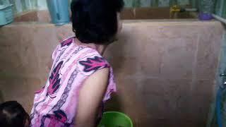 Download Video Hari di rumah lagi cuci baju celana kaos kaki di kamar mandi MP3 3GP MP4