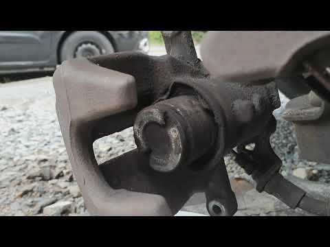 How to replace brake caliper boot and seal on Peugeot Expert 2016 E7