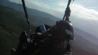 parapendio nico in volo a Prato