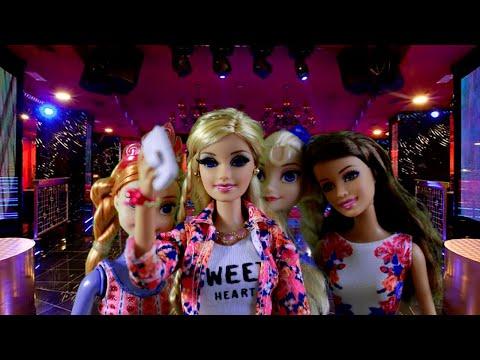 Barbie traindo ken barbie sendo fudida na balada em quanto estava destraida so levava na lomba o picapau sem doacute nem piedade metia a vara na sirigaita da barbie a gostosona do bailao vemprofut - 3 2