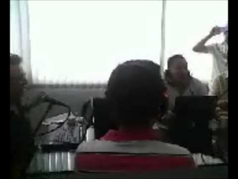 Manuel Jose cantando en vivo en Latinos Radio FM