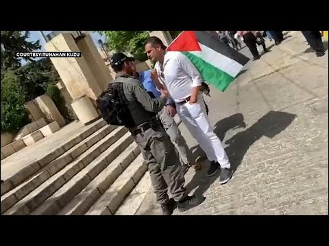 الشرطة الإسرائيلية تعتقل برلمانيا هولنديا لحمله علم فلسطين بالقرب من المسجد الأقصى…  - 18:53-2019 / 5 / 18