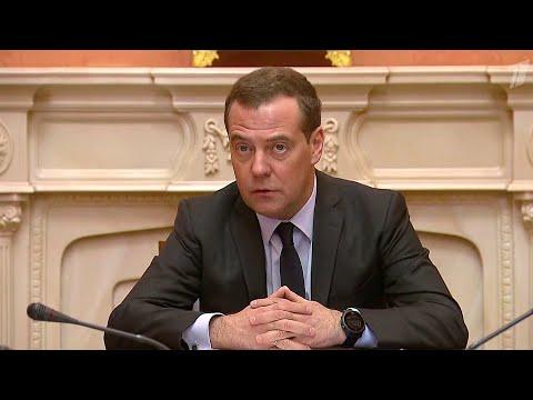 """Дмитрий Медведев провел совещание по вопросам строительства космодрома """"Восточный""""."""