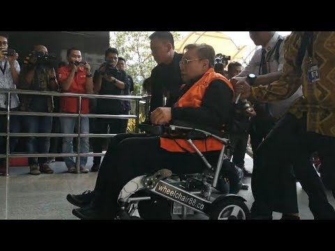 Direktur Utama PT WKE Naik Kursi Roda ketika Hendak Diperiksa KPK