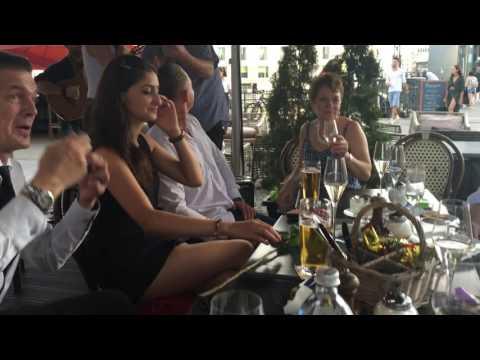 Concierge Empfehlung Life Singer Sunshine Maria Debut Berlin Spree Blick Friedrichstrasse