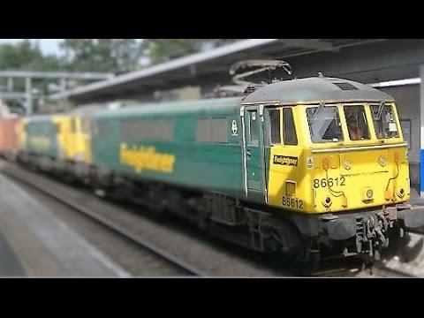 Trains at Highbury & Islington