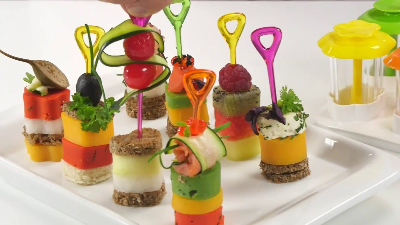 Canap makers presto foodstyle 4 shapes youtube for Classy cuisine canape maker