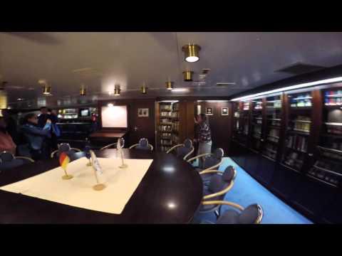 Touring RV Polarstern @ N  Pole 9-7-15