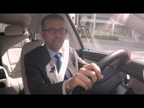 Commissioner Moedas tests a fuel cell electric vehicle