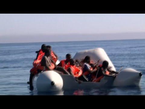 أخبار عربية وعالمية - إرتفاع حصيلة غرق زورق للاجئين قبالة تركيا الى 21 قتيلا  - 01:22-2017 / 9 / 23