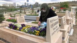 Anneler Günü'nde, sağlıkçı kızının mezarını ziyaret etti... 'Benim olacağım yerde kızım yatıyor'