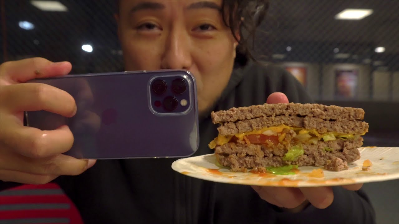 iPhone 12  Pro Max 2台ぶんの重量「エクストリーム超ワンパウンドビーフバーガー」をバーガーキングで食べてきたよレポート