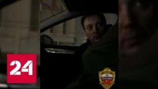 'Встречаться будем': робкий водитель подбросил взятку инспектору в центре Москвы - Россия 24