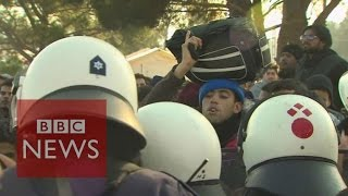 Police fear stampede at Macedonia border - BBC News