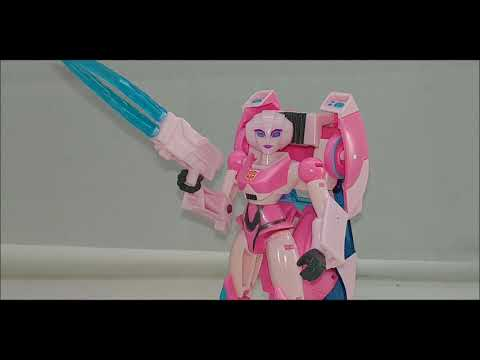 Chuck's Reviews Transformers Cyberverse Deluxe Class Arcee