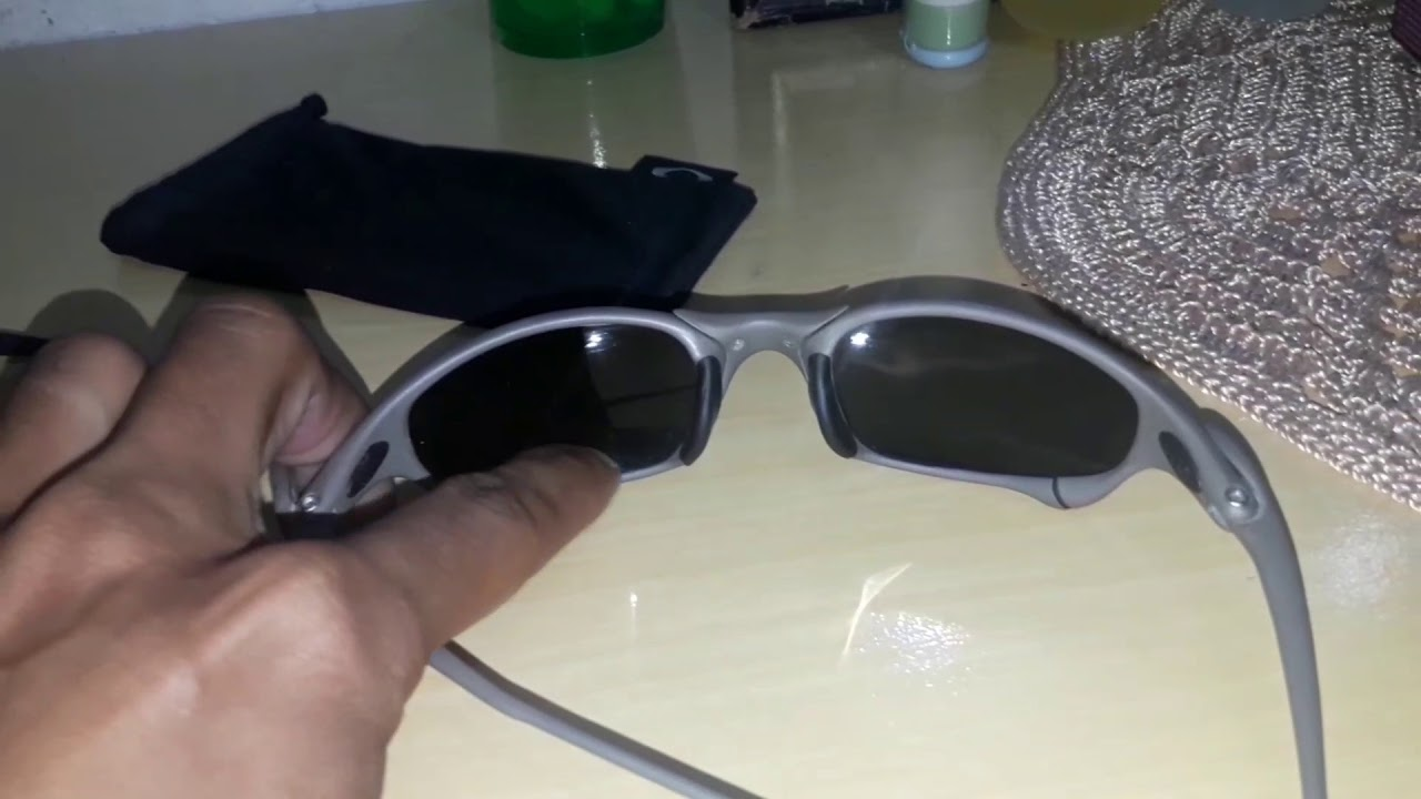 7633089e5 Diferença entre oakley juliet original ea falsa - YouTube