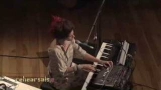 "Imogen Heap ""Hide and Seek"" Live On Indie 103"