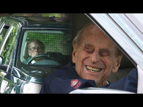 Prince Phillip voluntarily gives up his driving licence
