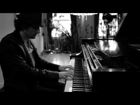 Raffaele Scoccia (aka Moon Rocket ) plays Yann Tiersen - La Valse D'Amélie [HD]