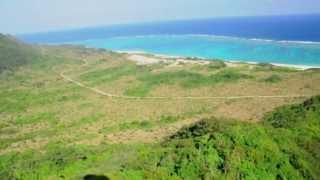 さんご礁の空を飛ぶ、この感動をあなたに。2011.08 Paraglider flight in Akaishi Ishigaki Okinawa Japan