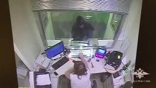 На севере Москвы полицейские задержали подозреваемого в разбойном нападении на банк