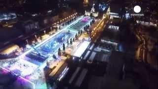 Russland. Größte Eisbahn Europas fürs Publikum geöffnet.