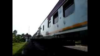 KA 7 Argo Lawu leaving Klaten Station
