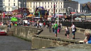 Holiday makers at Bridlington Harbour