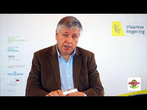 minister Jo Vandeurzen kraakt een noot voor #eennootvoordementie