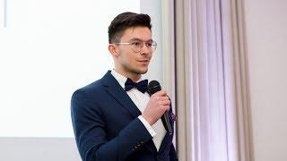 Hubert Nakielski z nagrodą od portalu Moja Ostrołęka