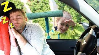 Максим мешает папе спать своими игрушками Pretend Play with Toys and sleeping dad
