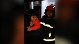 2-year-old girl stuck home alone, firefighters come to the rescue