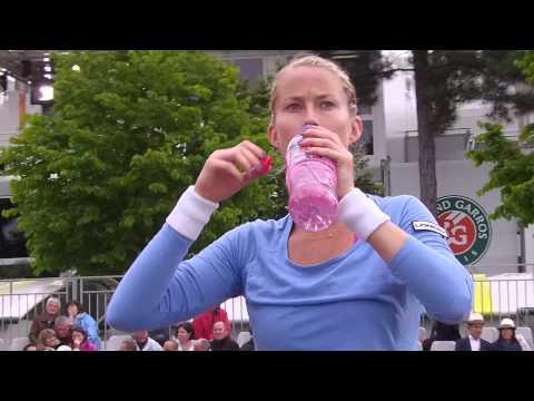 Mathilde Johansson à Roland Garros le 26 mai 2014, contre Karolina Pliskova