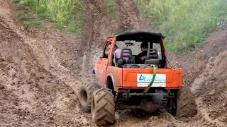 Suzuki Samurai 3.5 V8 in action!
