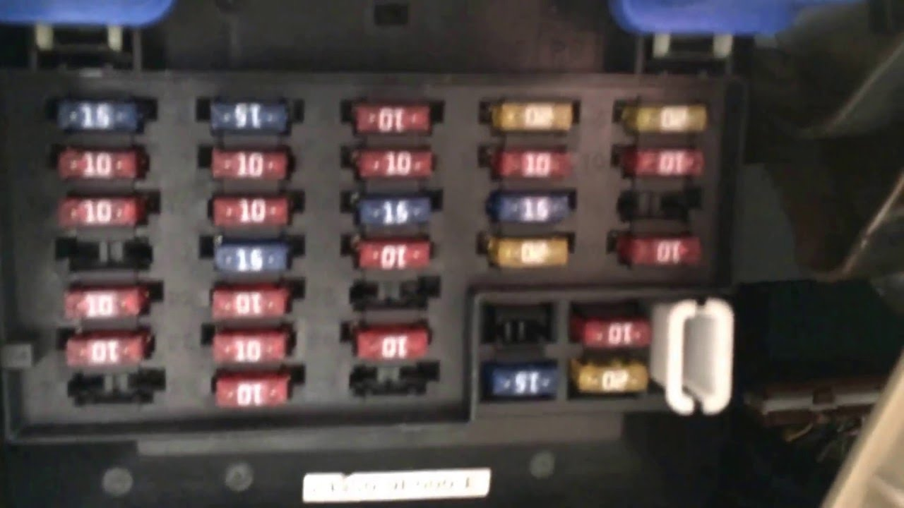 2000 nissan altima fuse box location