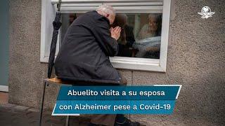 Xavier Antó, de 90 años, visita tres o cuatro veces por semana a su esposa Carmen, quien padece de Alzheimer; la pareja, de 65 años de matrimonio, ha estado separada desde hace más de un año por la pandemia