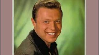 Steve Lawrence sings Come Back Silly Girl