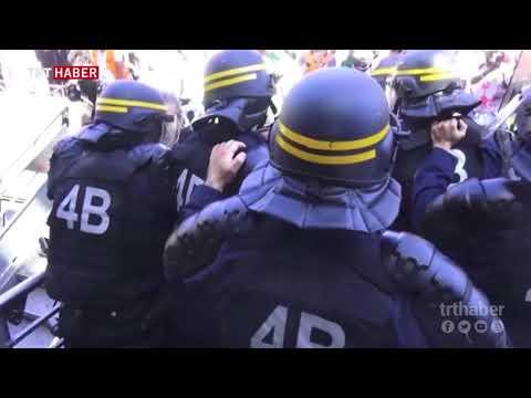 Fransa'da demiryolu çalışanları hükümetin reform projesine karşı grevde...