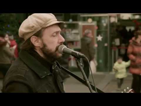 Falling Slowly - Rob sings in Covent Garden