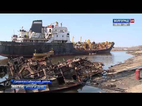 В Краснослободском затоне поднимают вековую баржу