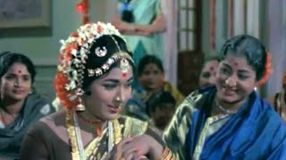 Ee Challani Logililo Ee Bangaru Kovelalo - Akkineni Nageswara Rao, Vanisri - Iddaru Ammayilu