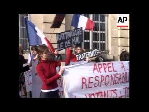 Thousands gather for anti Le Pen demo