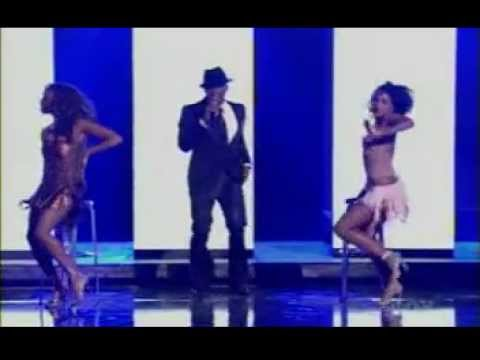 Usher - Bad Girl (Live) ft Naomi Campbell And Dave Navarro