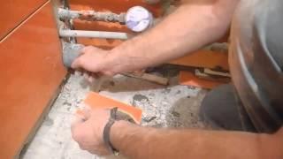 видео С чего начать укладку плитки: с пола или стен?