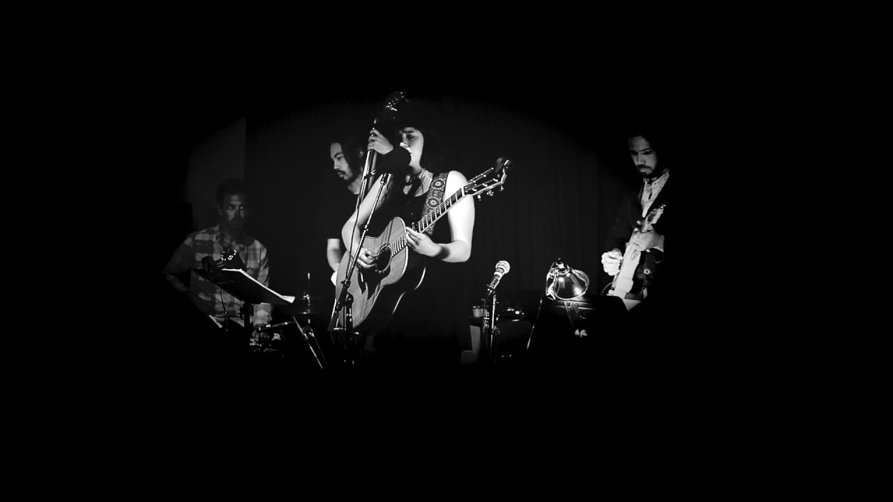 """Sophie Holt """"Pages In The Sand"""" Live at Underground Exchange"""