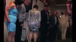 Конкурс на свадьбе Передай колбасу! Ржачный прикол.
