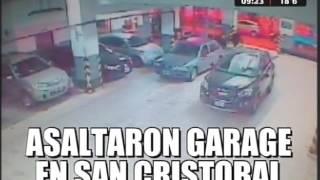 asaltaron garage y terminaron chocando contra un poste