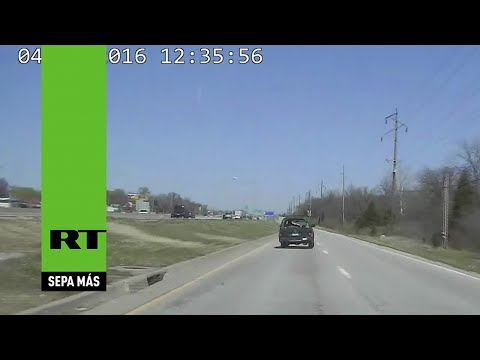 Escapaba de la policía, se accidentó y lo salvó un oficial