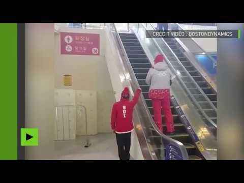 Un skieur suisse essaie un nouveau sport sur escalier roulant