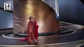 Maya Rudolph & Kristen Wiig present two Oscars at the 92nd Academy Awards